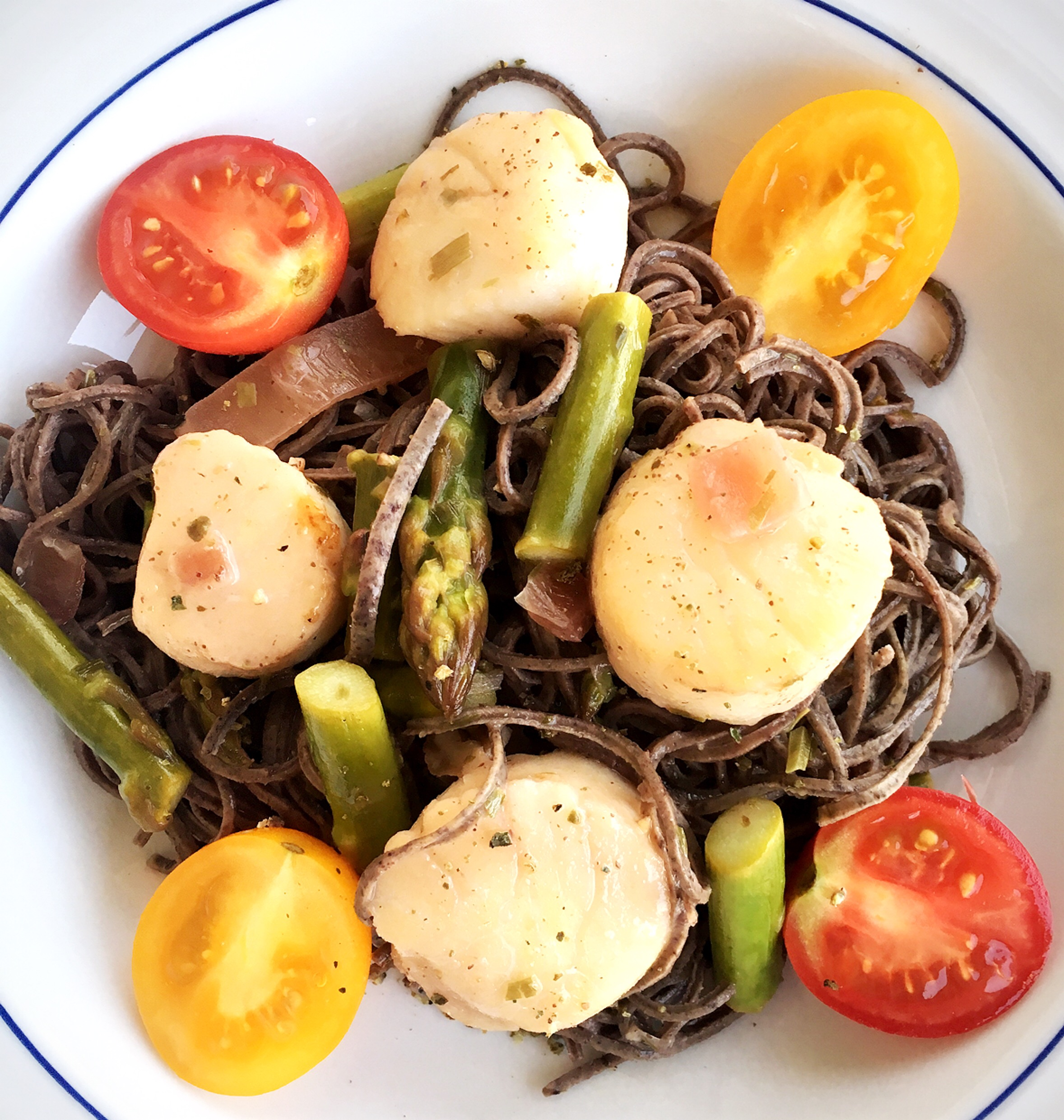 Sea scallops in tarragon ros wine sauce with pasta recipe this sea sacllop in wine sacue recipe only sounds fancy you can have this dinner forumfinder Gallery