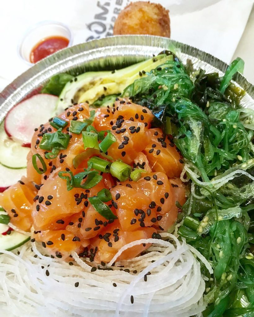 Raw salmon salad